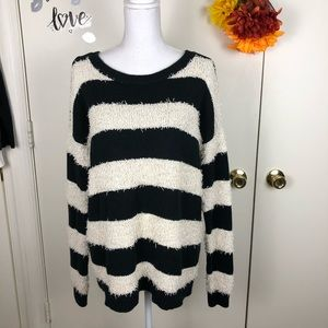 AEO VINTAGE BOYFRIEND STRIPED SWEATER SIZE MED